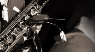 How to choose a wireless microphone for saxophone?