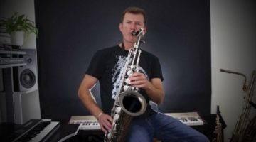 Nigel McGill playing advanced solo tunes on sax
