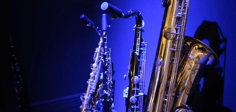 buying a beginner saxophone alto or tenor